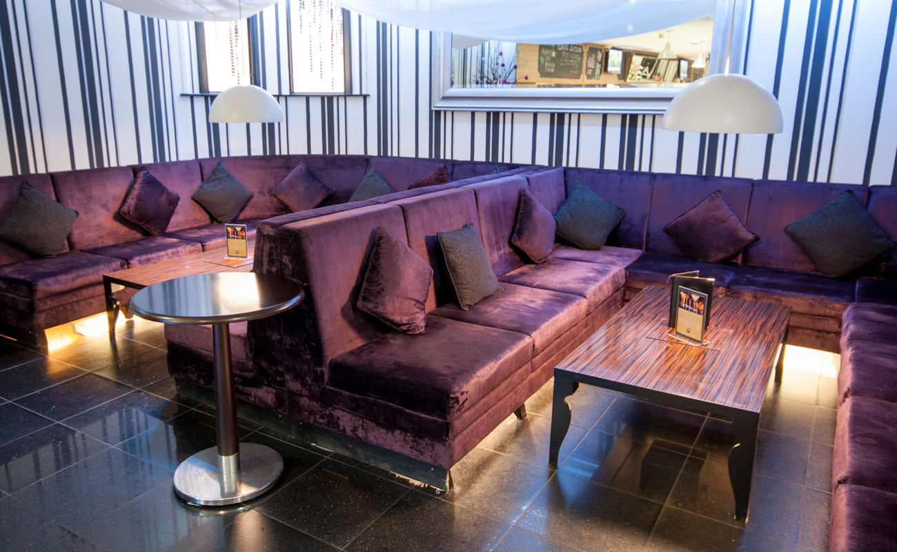 Living Room Bar Manchester 24 Bar Grill Manchester Reviews And Information