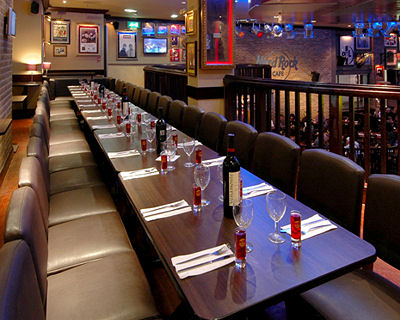 Hard Rock Cafe. Hardrock-rocklounge1